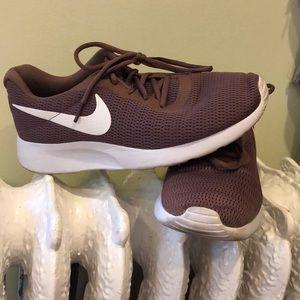 Nike Sneak